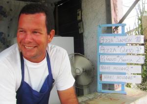 Delvis Vega Rodríguez, titular de una cafetería en Santa Clara