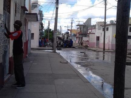 Persiste derrames de aguas albañales en Cienfuegos (Copy) (1)